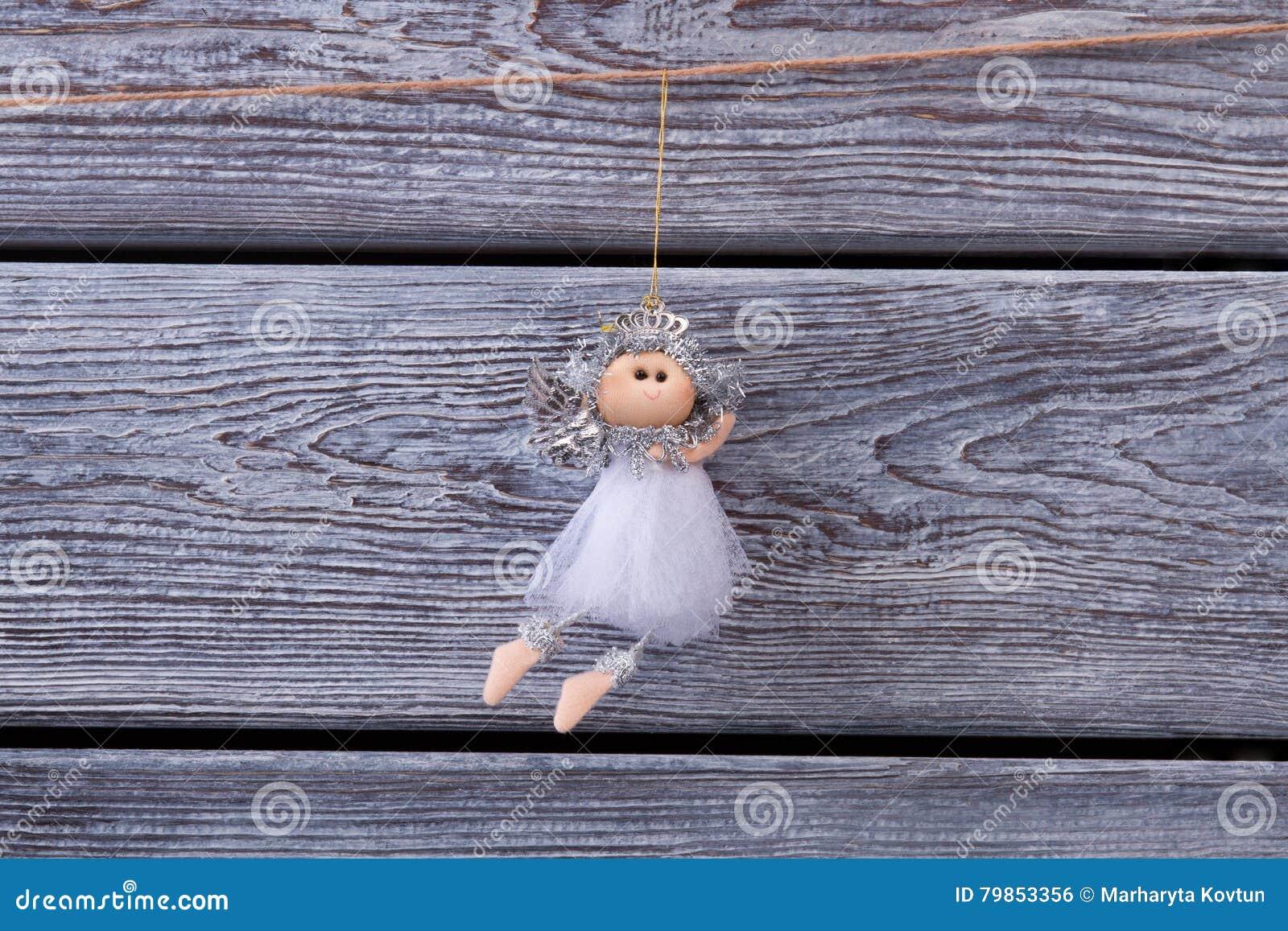 belle f e argent e accrochant sur une corde sur une barri re en bois illustration stock image. Black Bedroom Furniture Sets. Home Design Ideas