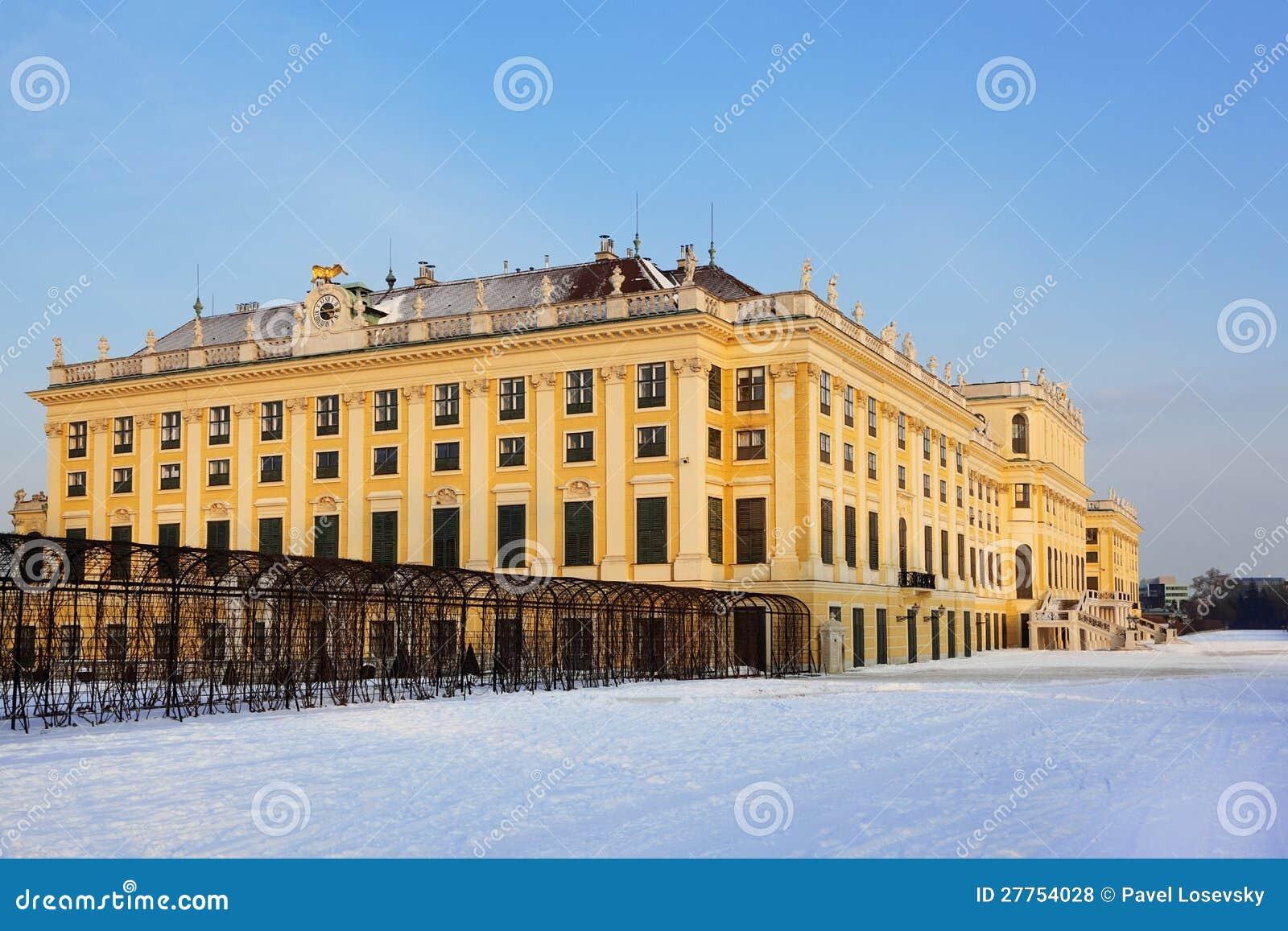 Belle façade de palais de Schonbrunn à l hiver