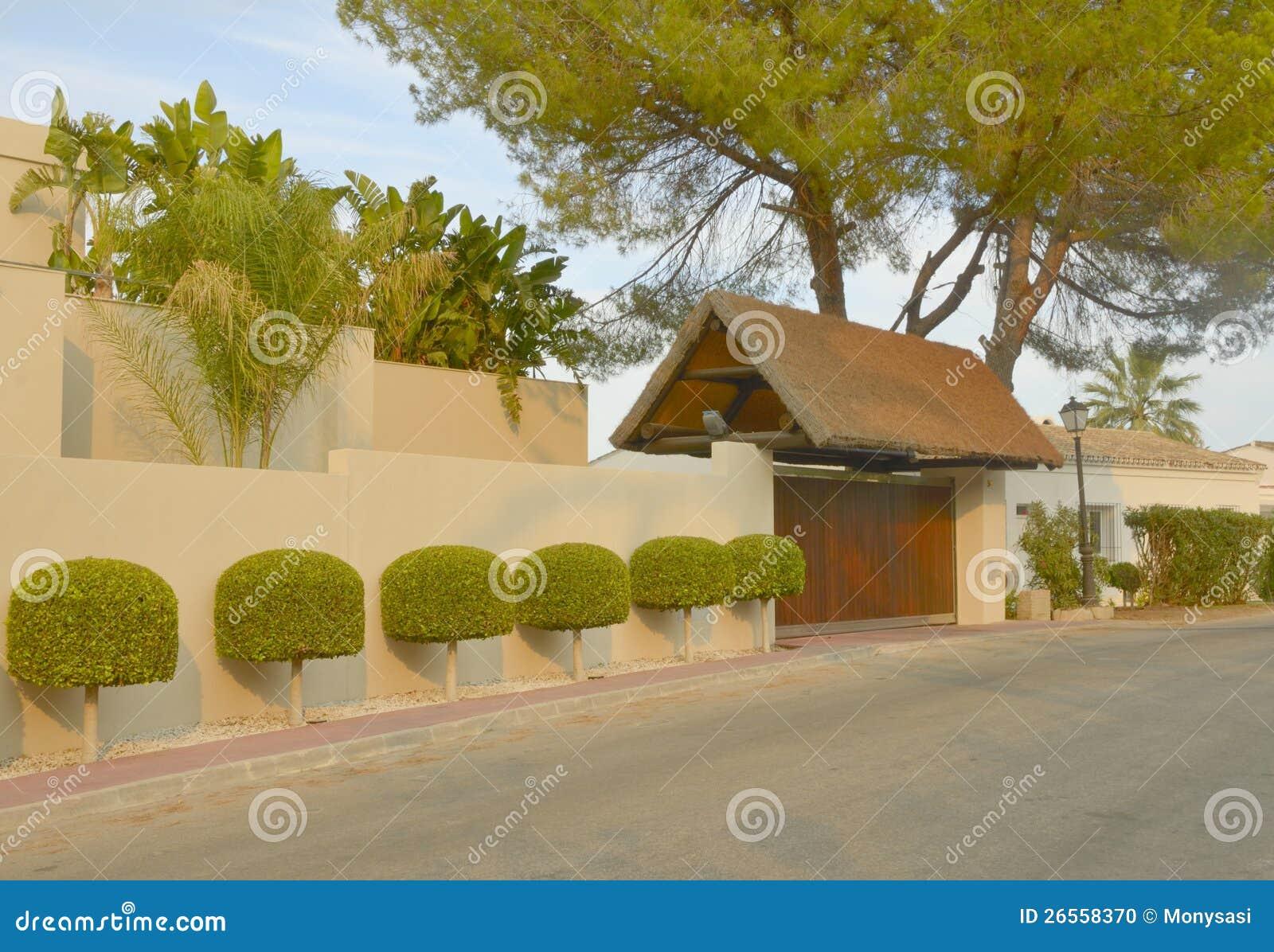 belle fa ade de villa photo stock image 26558370. Black Bedroom Furniture Sets. Home Design Ideas