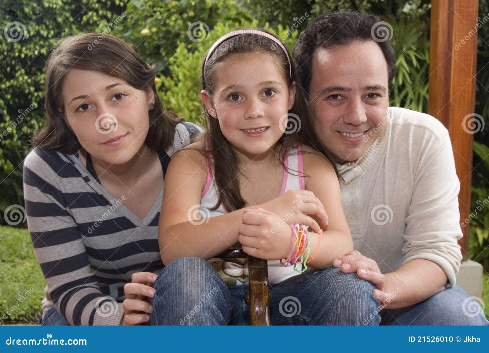 Belle famille appréciant ensemble
