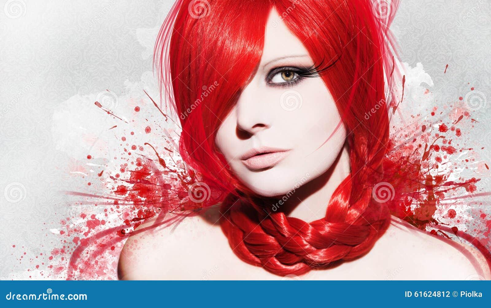 Belle femme à un arrière-plan coloré