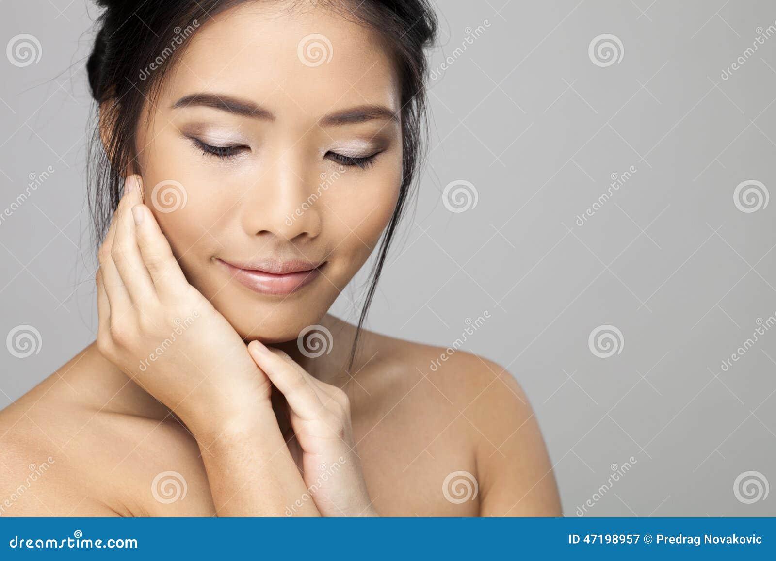 belle femme asiatique photo stock image 47198957. Black Bedroom Furniture Sets. Home Design Ideas