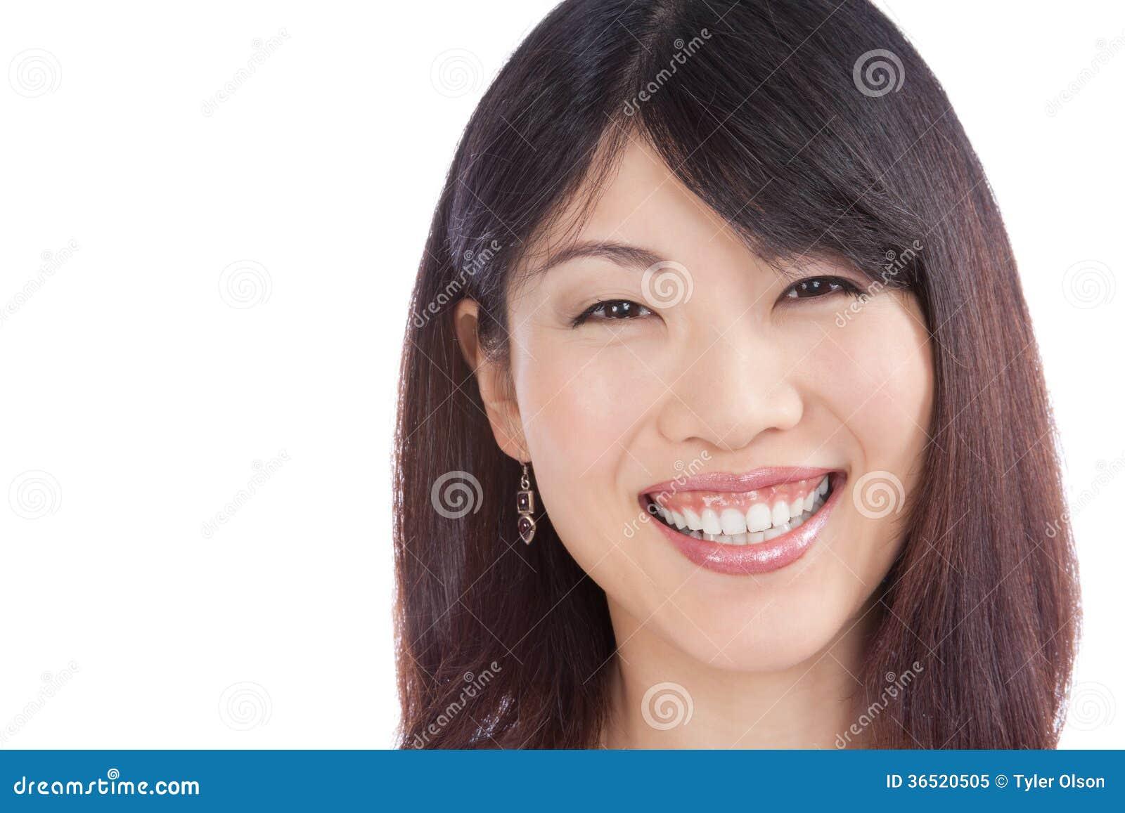 Belle femme asiatique de sourire