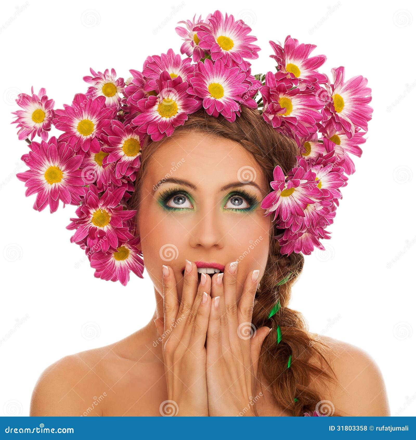 belle femme avec des fleurs dans les cheveux photo stock image 31803358. Black Bedroom Furniture Sets. Home Design Ideas