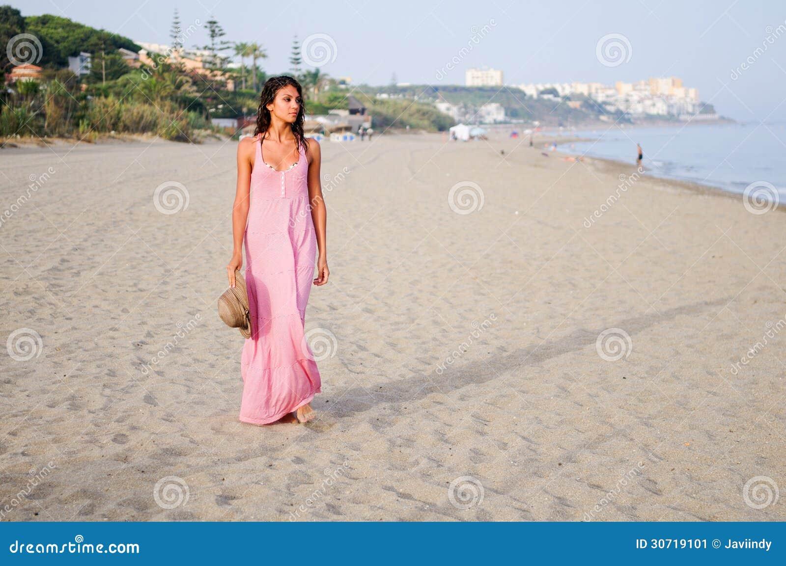Robe de plage rose