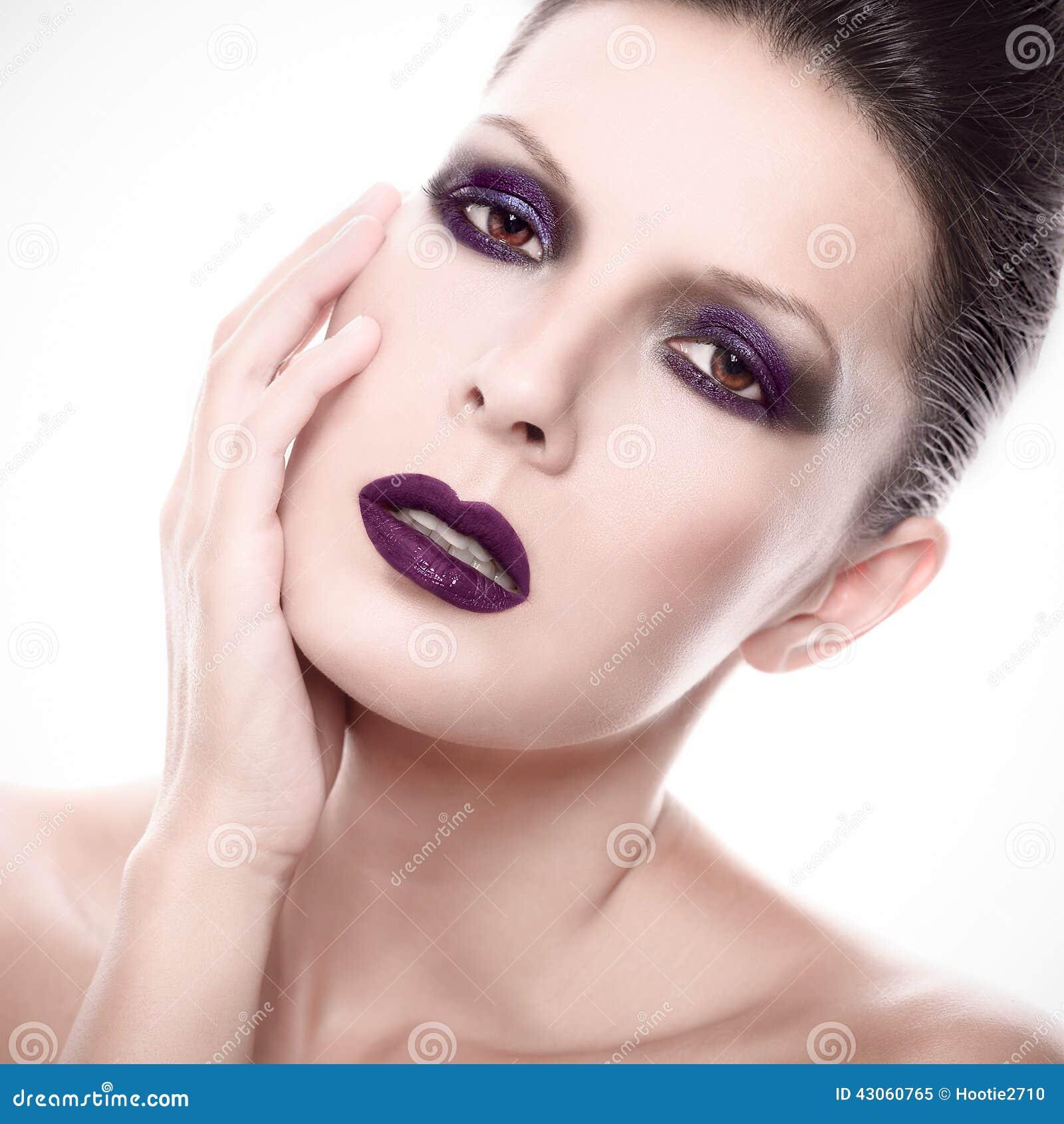 belle femme avec le maquillage gothique fonc photo stock image 43060765. Black Bedroom Furniture Sets. Home Design Ideas