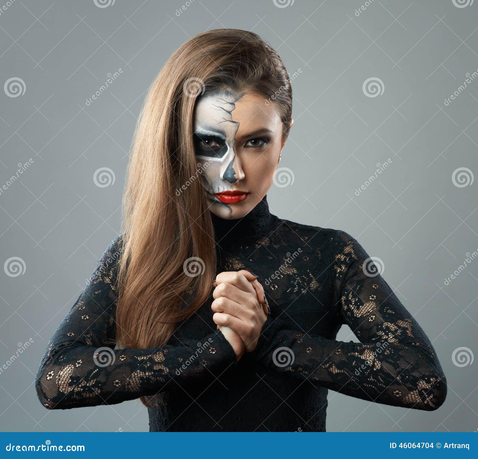belle femme avec le squelette de maquillage photo stock image du gris poing 46064704. Black Bedroom Furniture Sets. Home Design Ideas