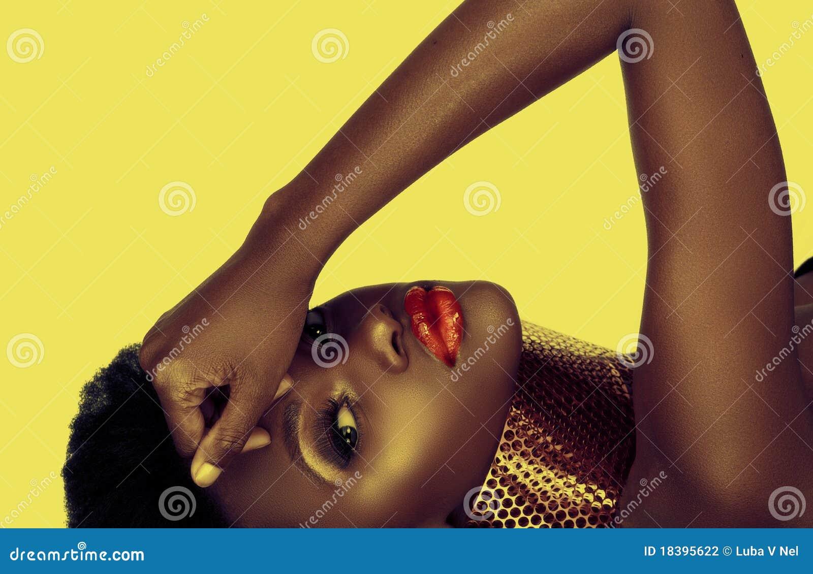 Belle femme d Afro-américain