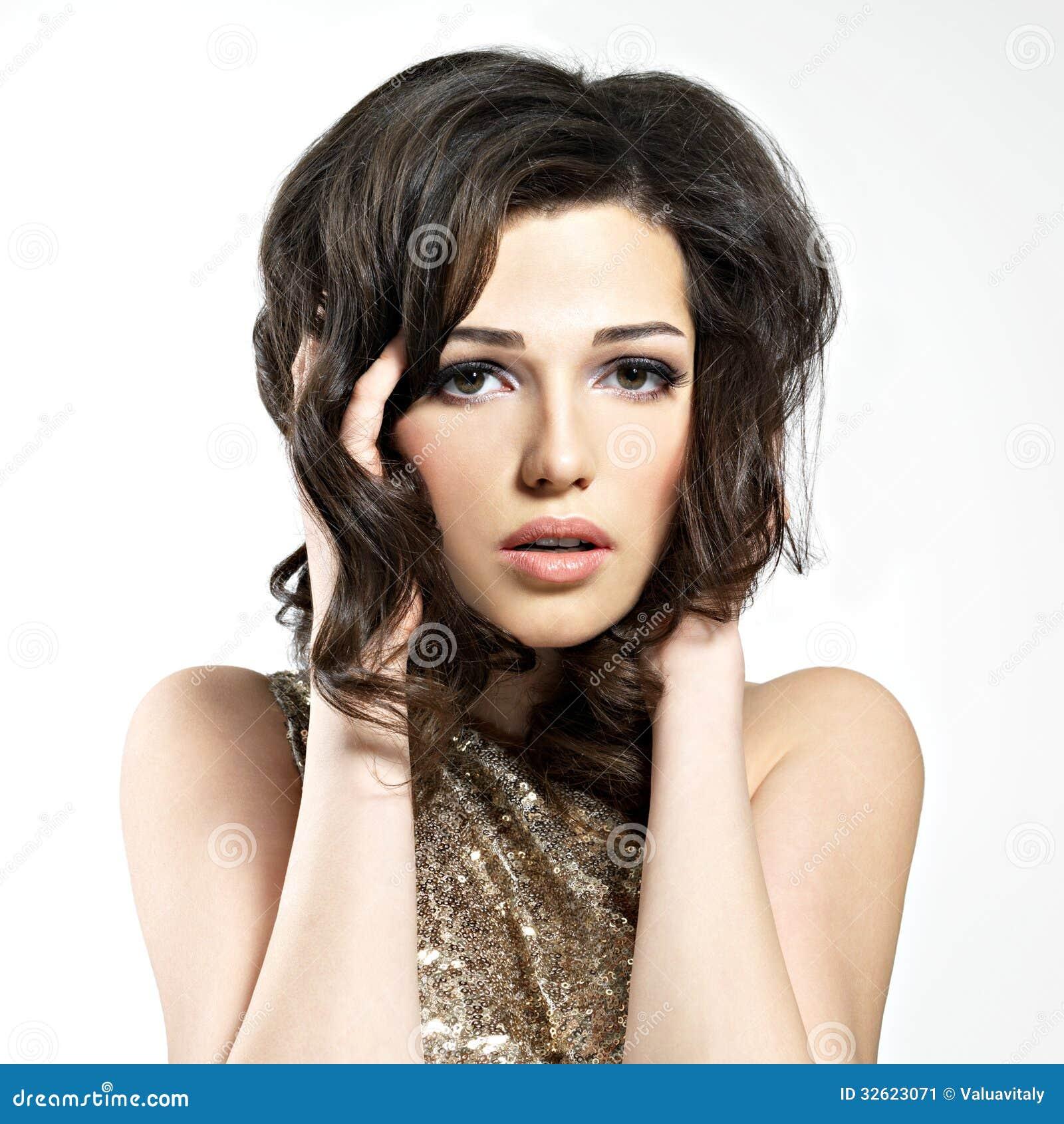 modele coupe cheveux court classique model de coiffure pour femme visage rond saint quentin. Black Bedroom Furniture Sets. Home Design Ideas