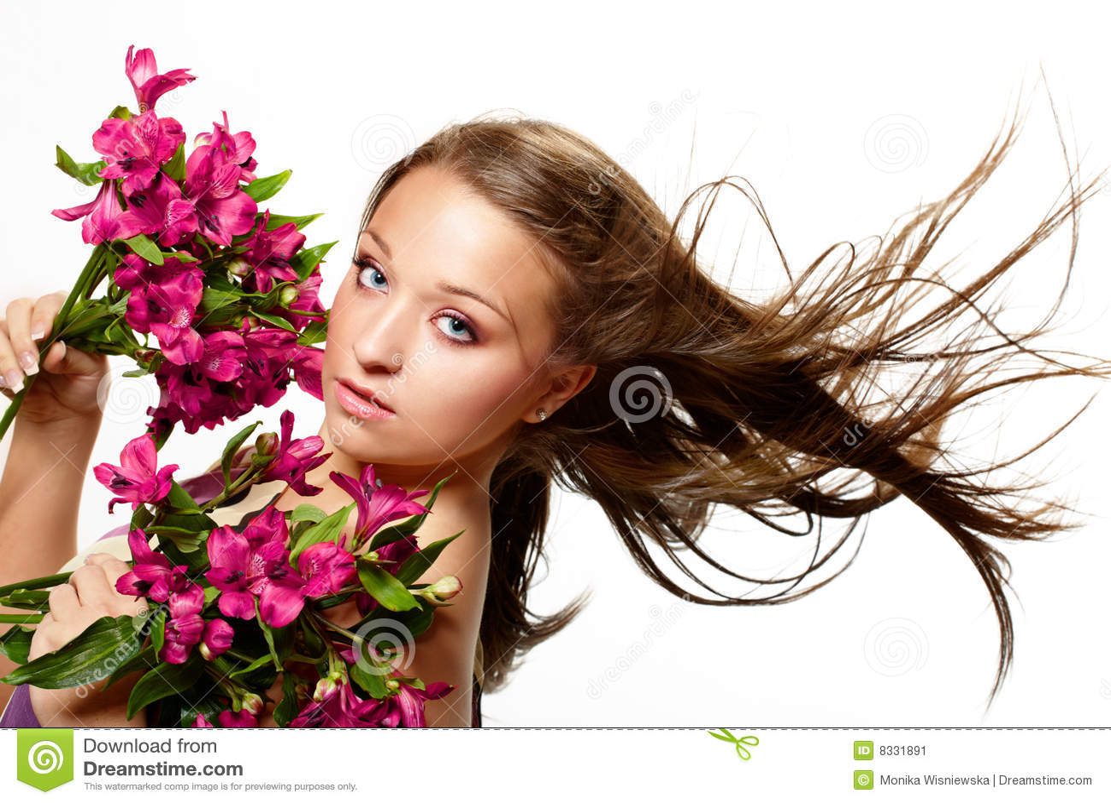 Belle femme de fleurs
