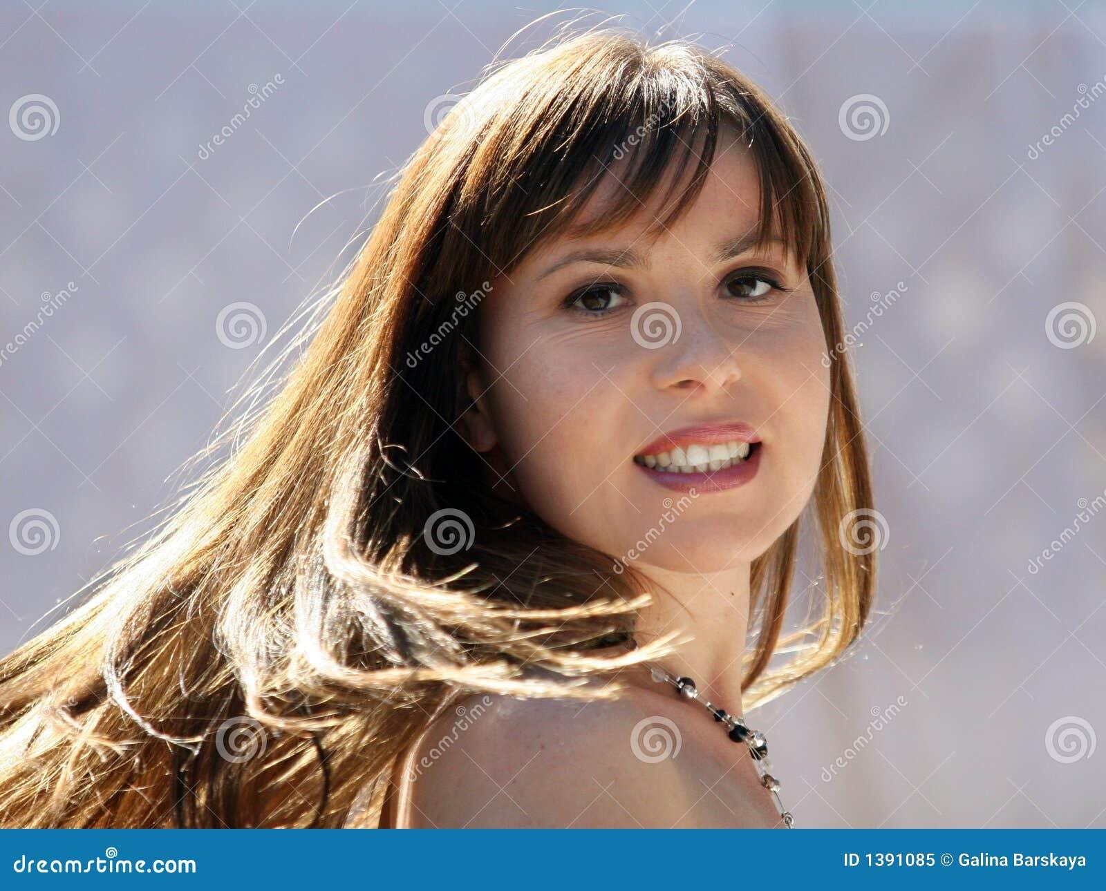 Belle femme heureuse
