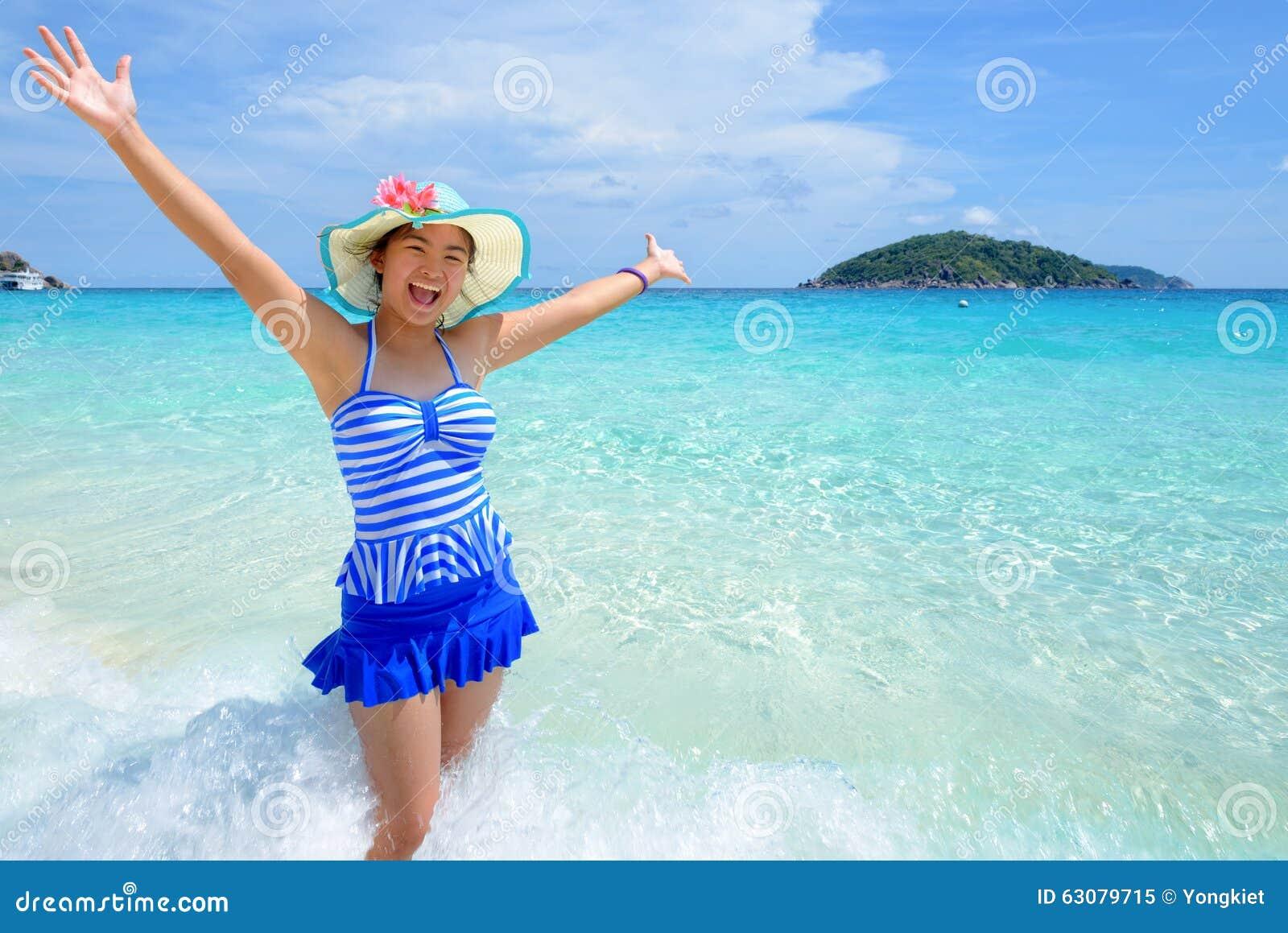 Download Belle Femme Sur La Plage En Thaïlande Image stock - Image du île, personne: 63079715