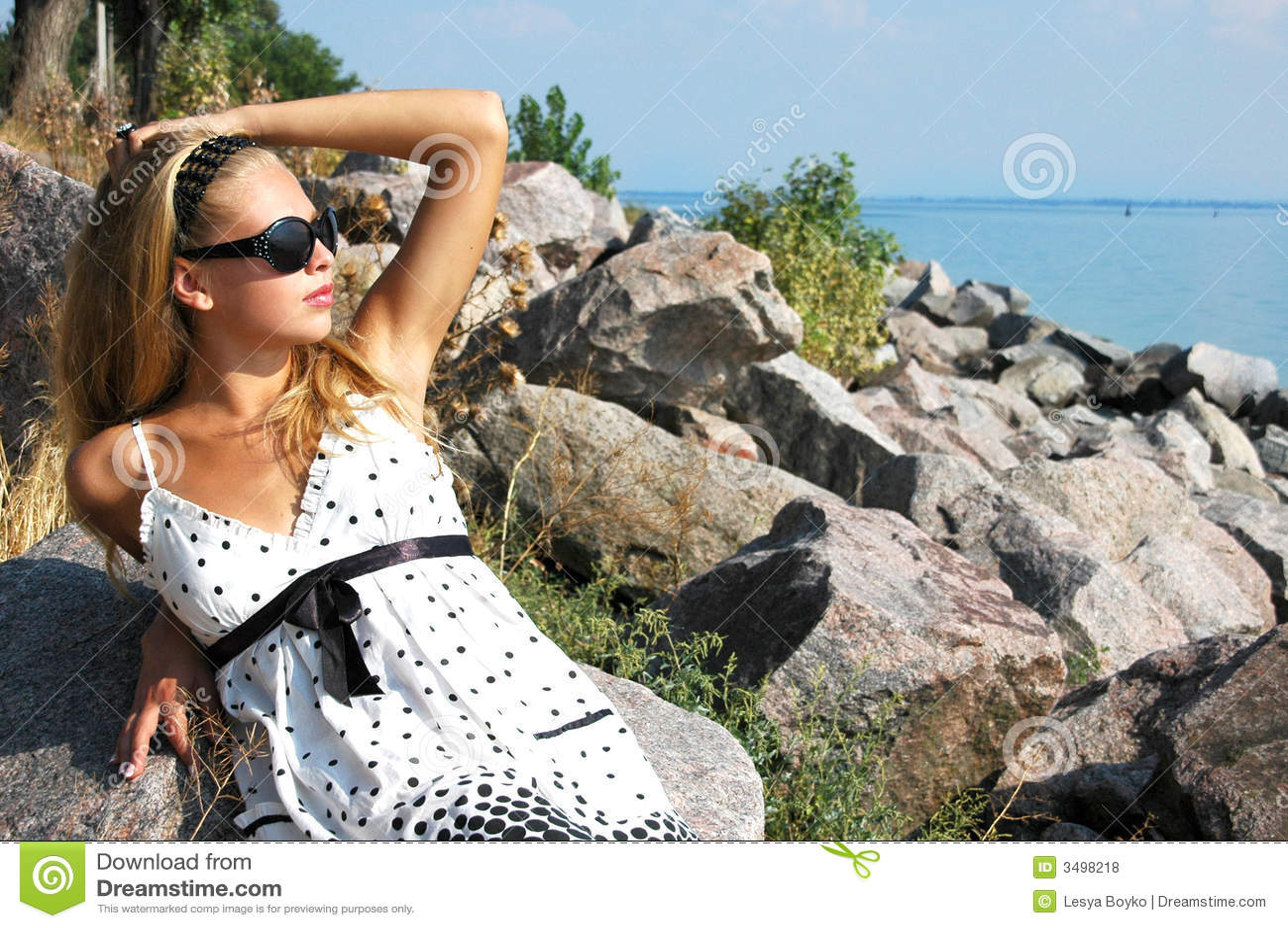 Belle fille à la mer