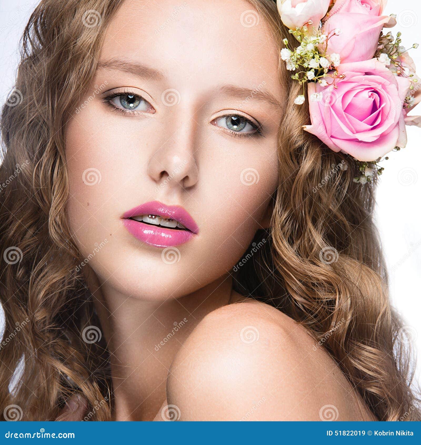 Maquillage visage fille for Coupe de cheveux julie andrieu