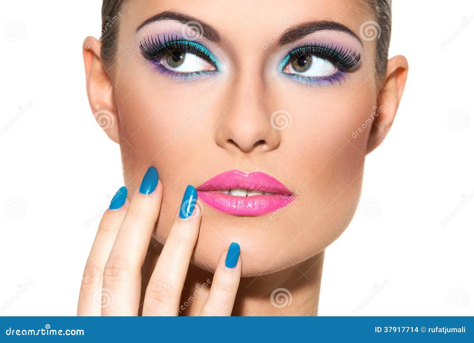 belle fille avec le maquillage color - Colori Maquillage