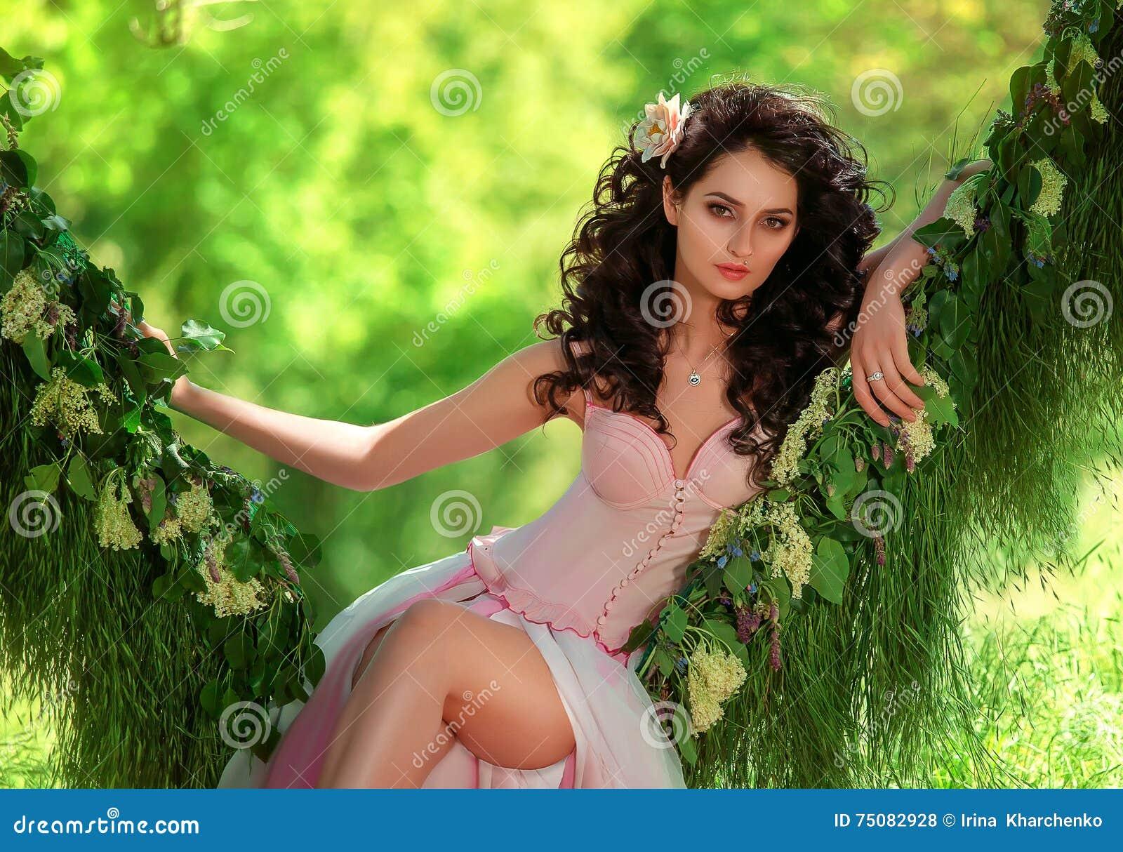 Belle fille dans pâle - robe rose