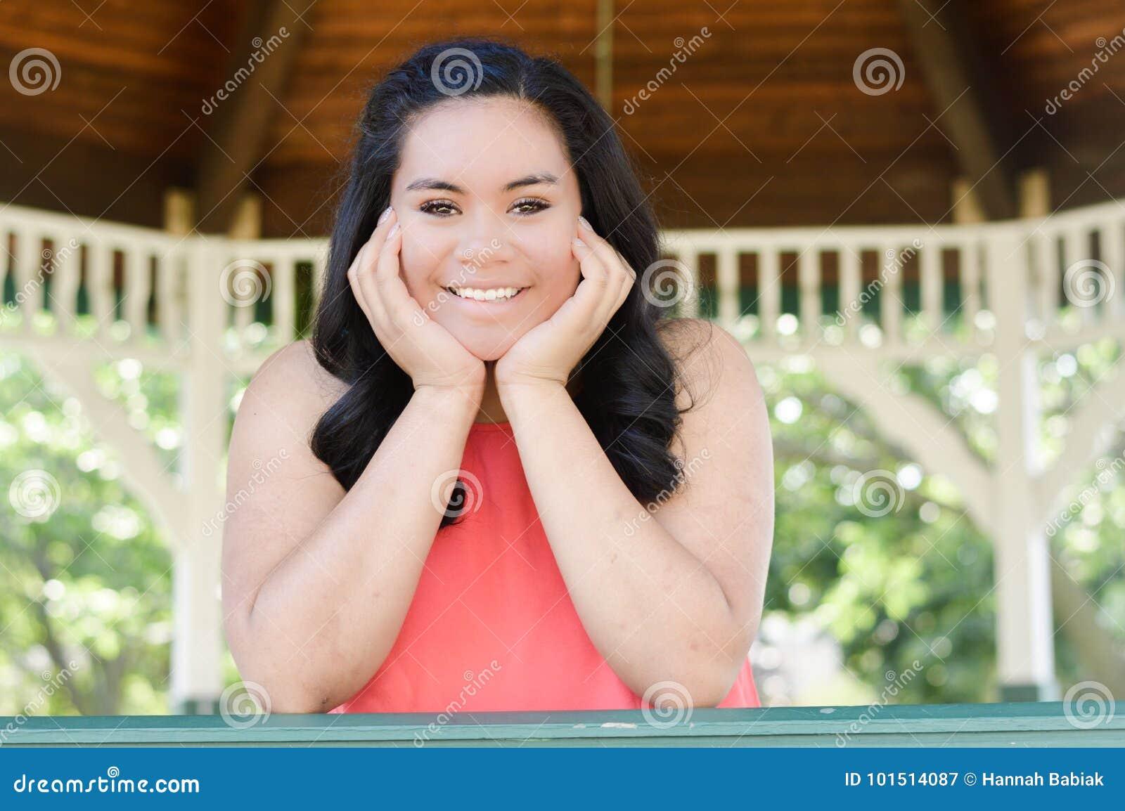 Belle fille de l adolescence de sourire