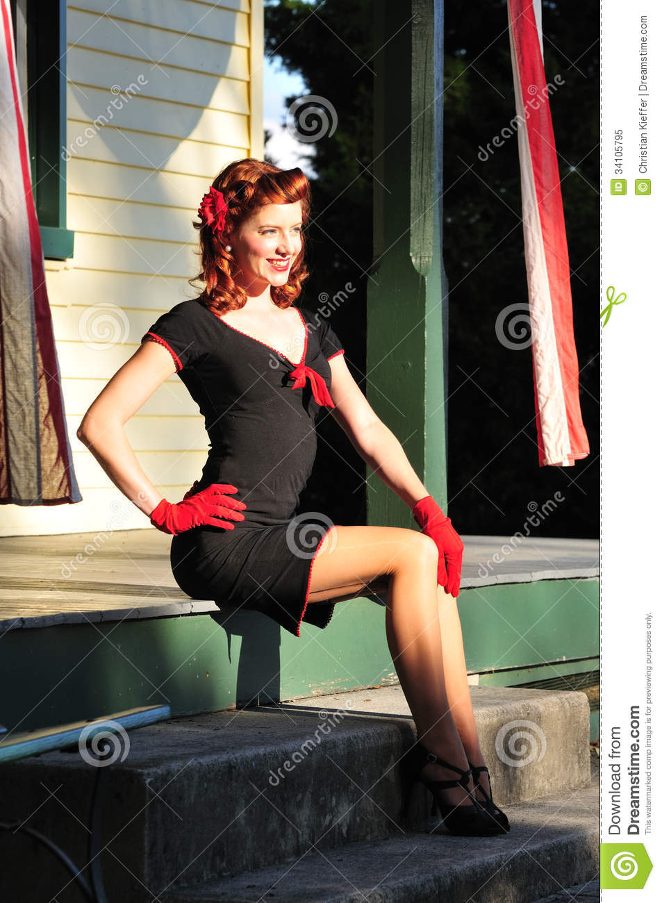 belle fille de pin up rousse image stock image du femme mode 34105795. Black Bedroom Furniture Sets. Home Design Ideas