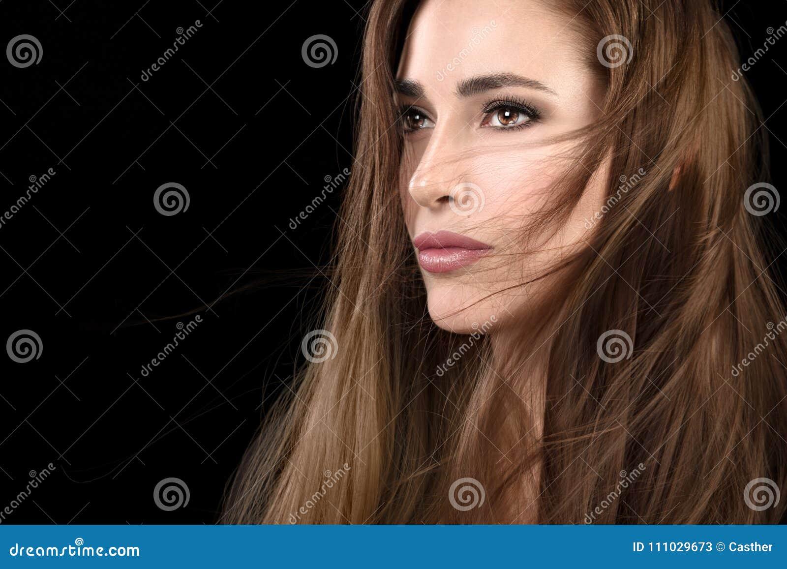 Belle Fille Modele Avec La Coiffure Ebouriffee Image Stock Image