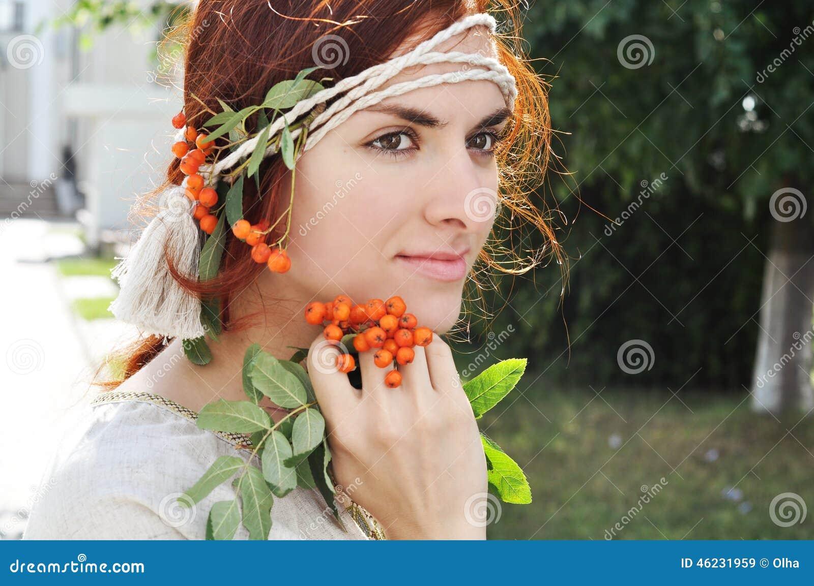 Belle Fille Ukrainienne Sur Le Jardin Image Stock Image Du
