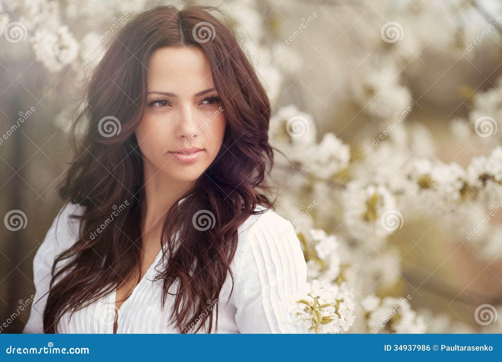 Belle fin de portrait de visage de fille