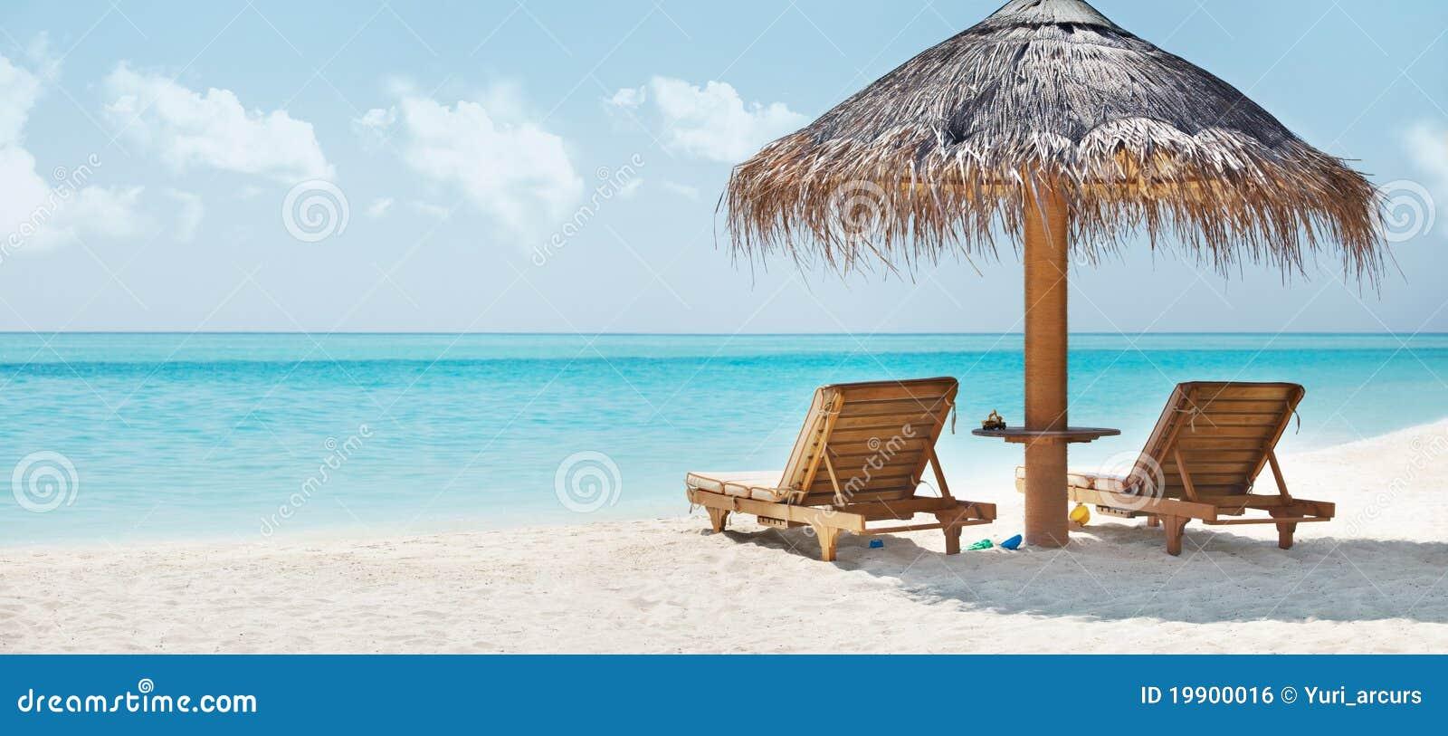 Belle image de plage et de présidence de repos