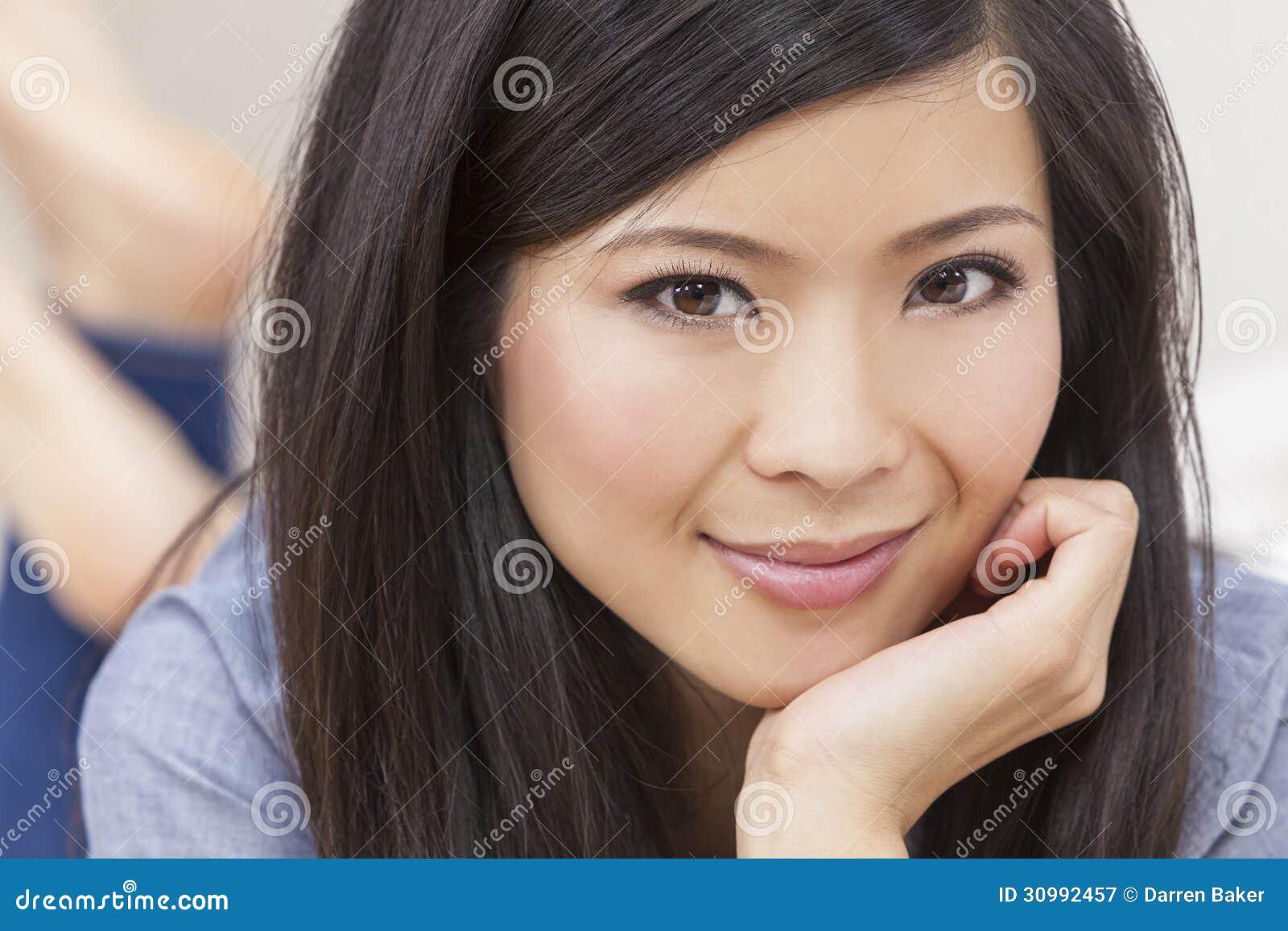 belle jeune femme chinoise asiatique image stock image du fille brun 30992457. Black Bedroom Furniture Sets. Home Design Ideas