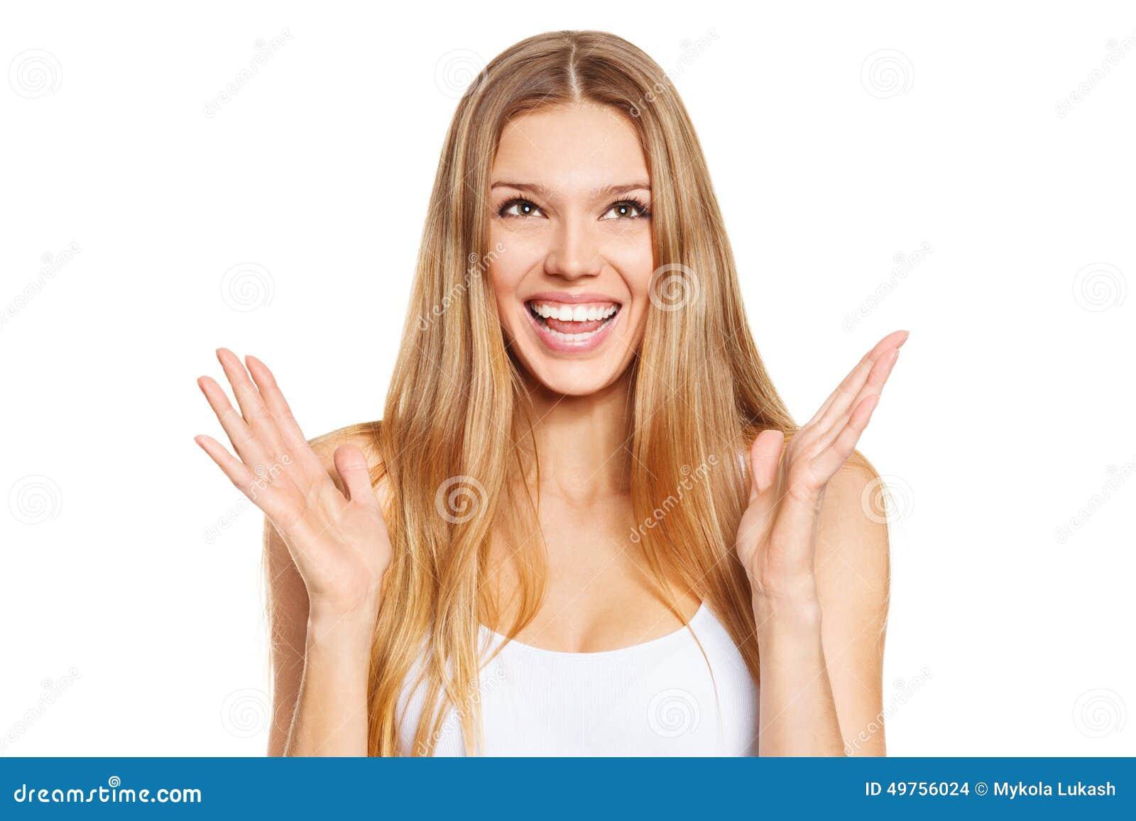 Belle jeune femme heureuse étonnée recherchant dans l excitation D isolement au-dessus du blanc
