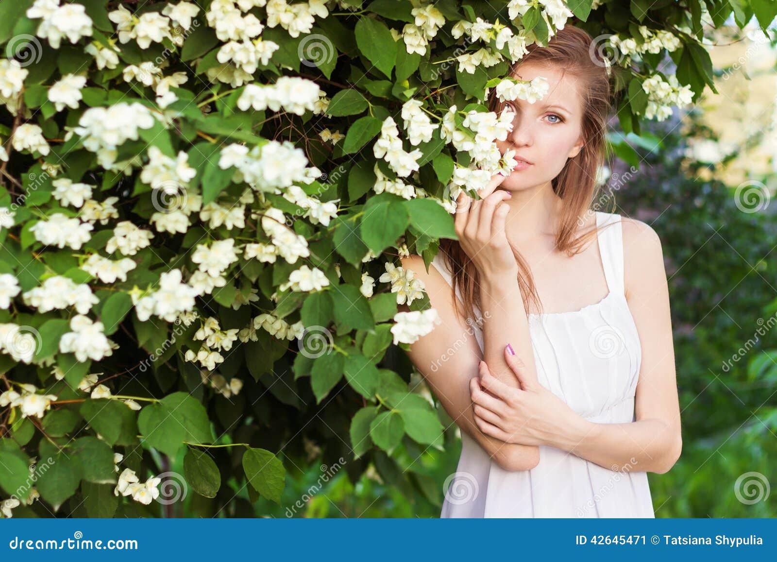 T-shirt WHOOTY, fille blanche avec un butin Zazzlefr