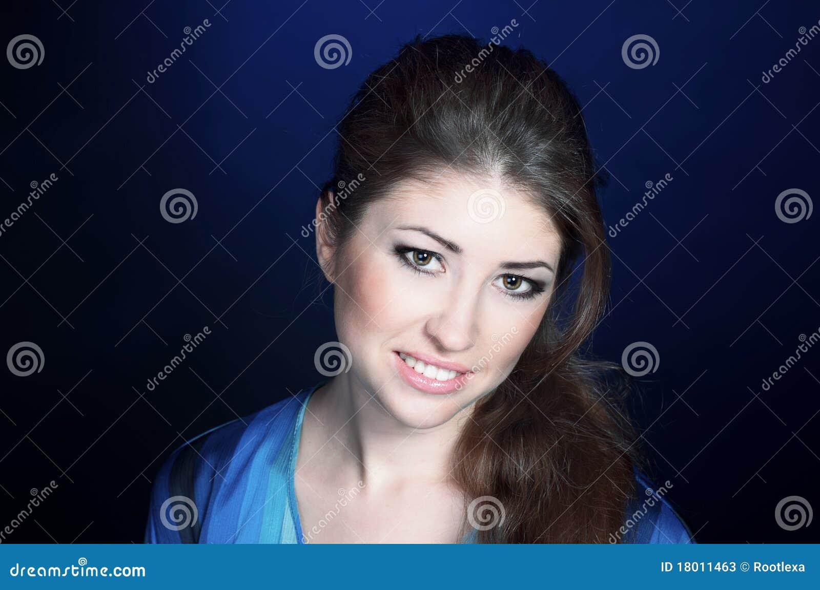 Belle jeune fille se caressant pour son homme 4