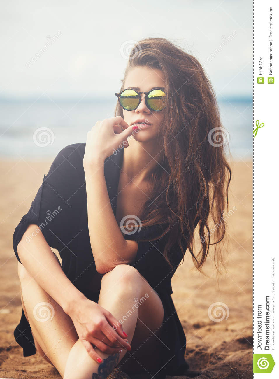 Fille nue de plage photo stock Image du seins, adulte
