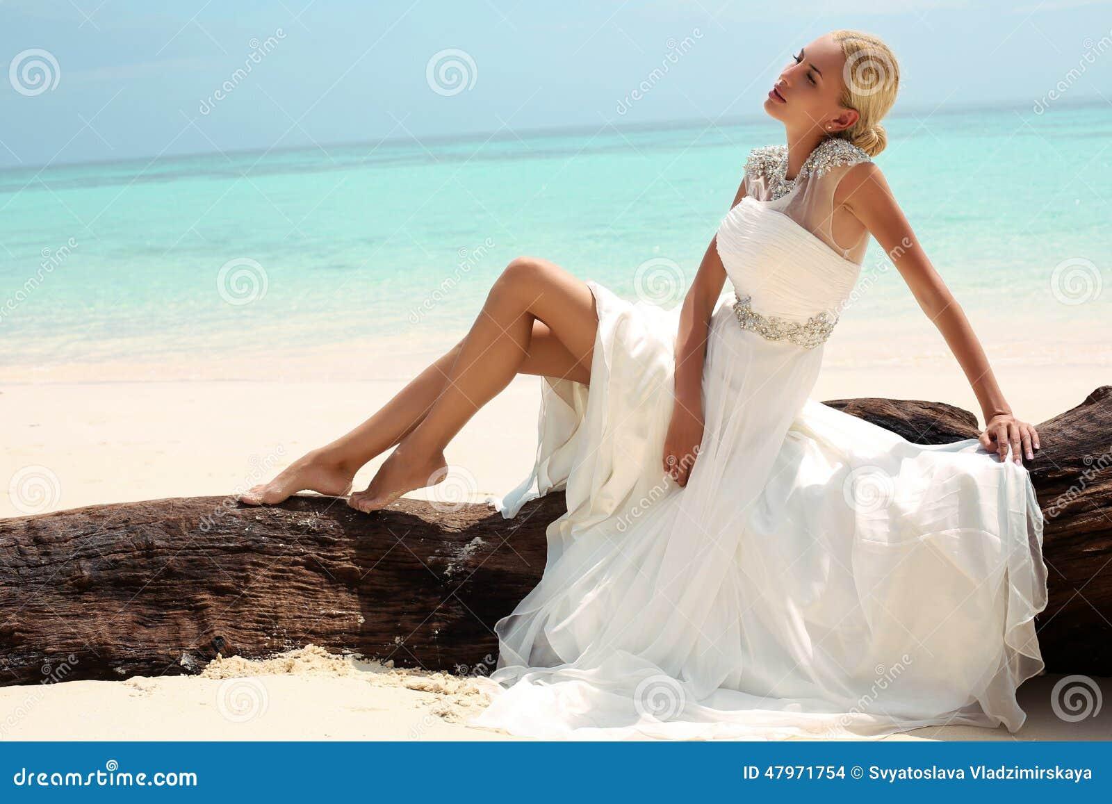 Jolie thailandaise baise dans un terrain vague - video X