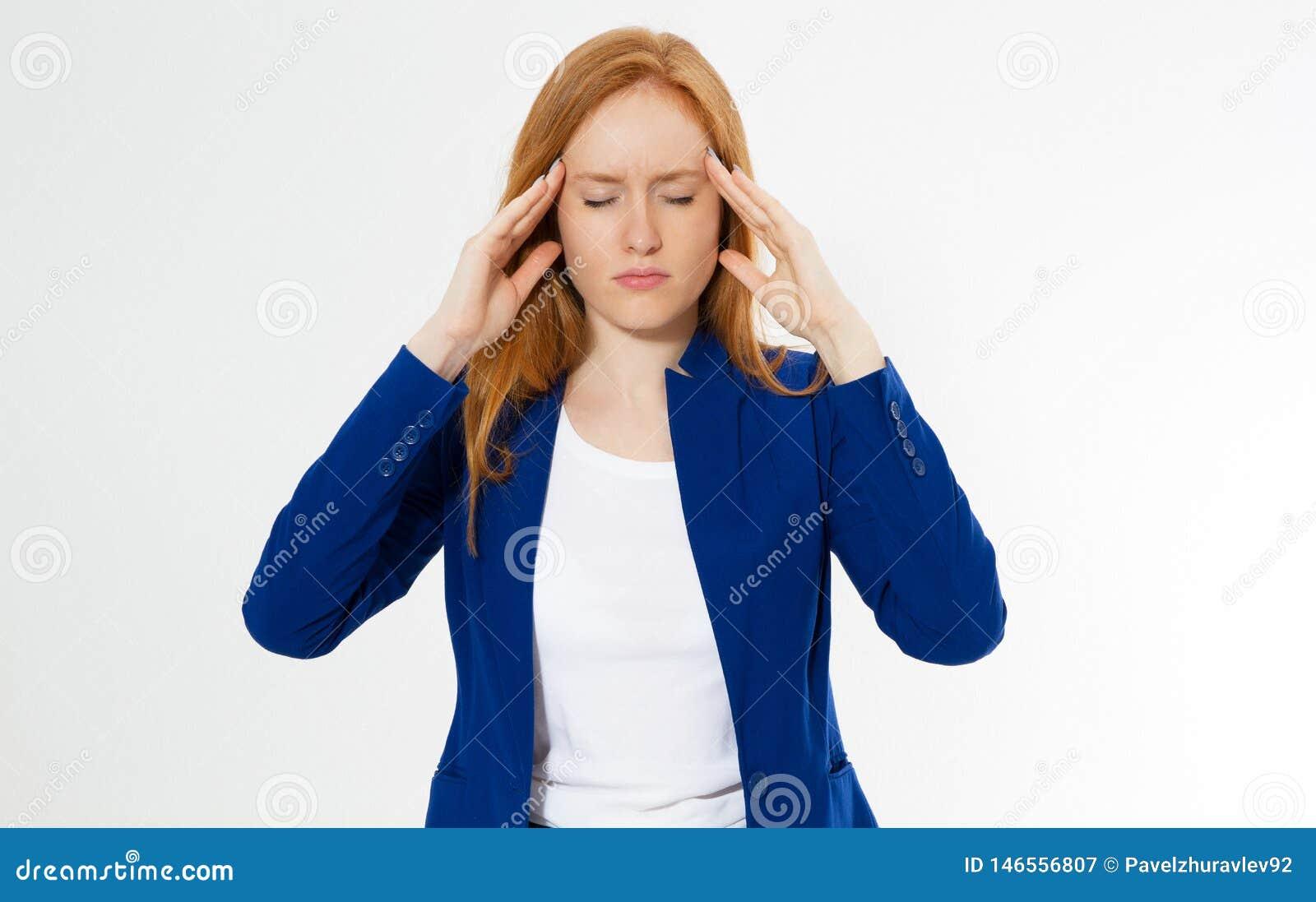 Belle la femme rouge mignonne et jeune de cheveux font le facepalm Roux souffrez le mal de t?te de fille pour d?ranger la paume d
