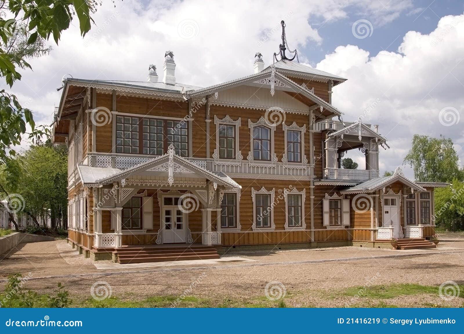 belle maison antique image stock image du russe wooden 21416219. Black Bedroom Furniture Sets. Home Design Ideas