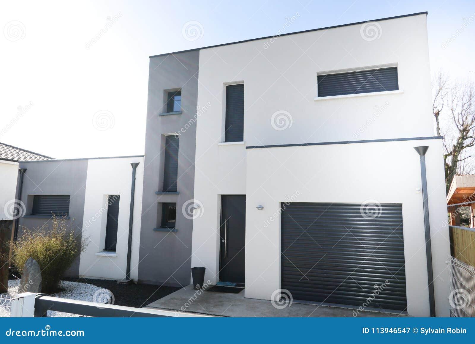 Belle Maison Blanche Et Grise Moderne Image stock - Image du ...