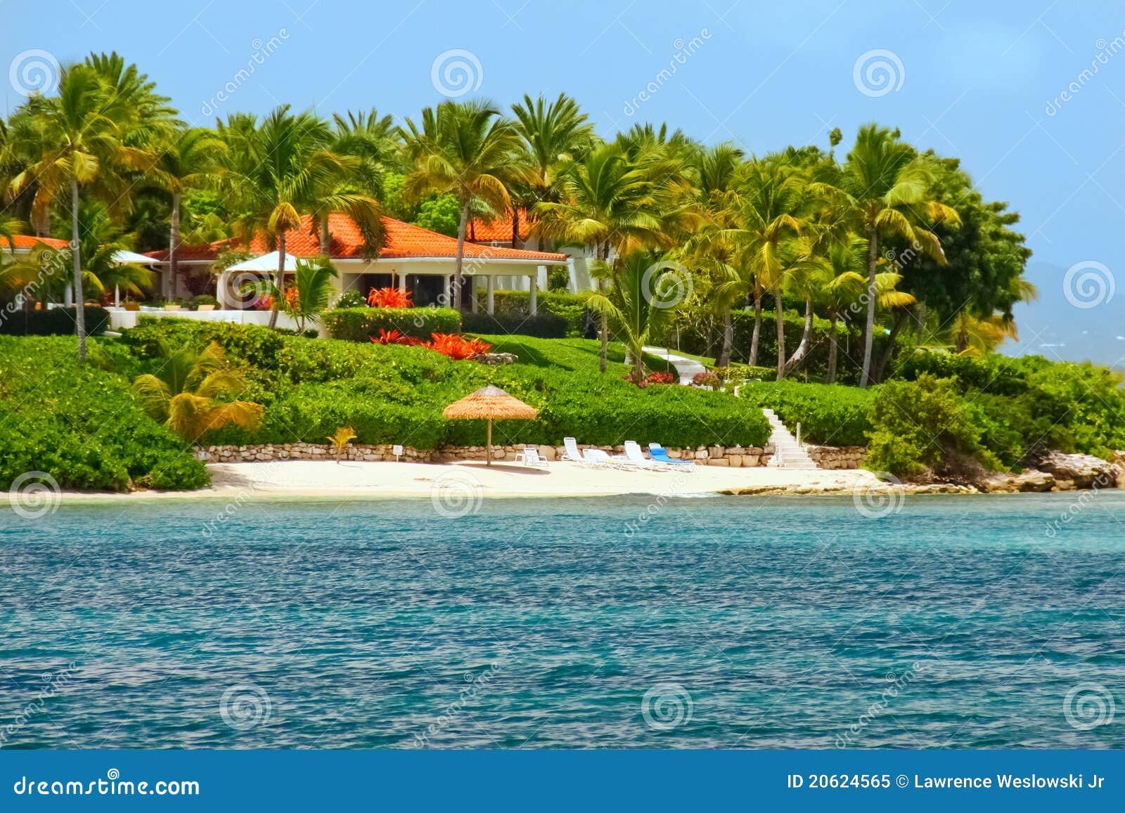 Belle maison de bord de mer avec la plage sur l 39 antigua for Maison bord de mer