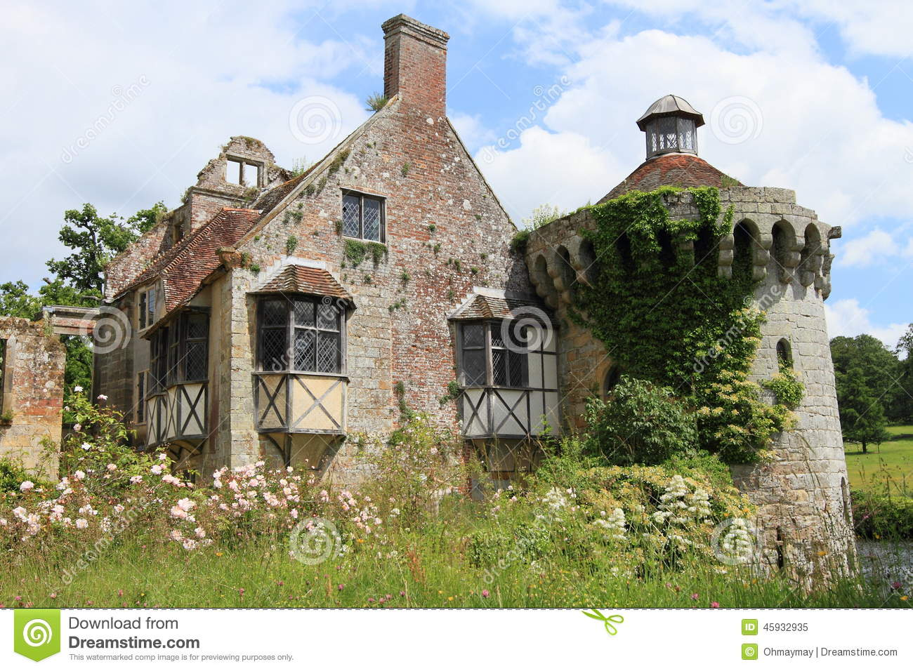Belle maison de campagne anglaise dans kent photo stock for Cottage campagne anglaise