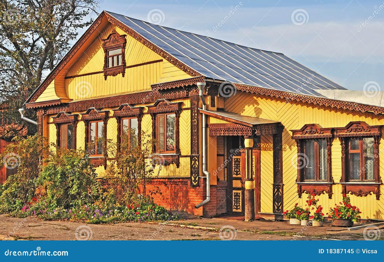 Belle maison de campagne en bois image stock image du for Exterieur maison campagne