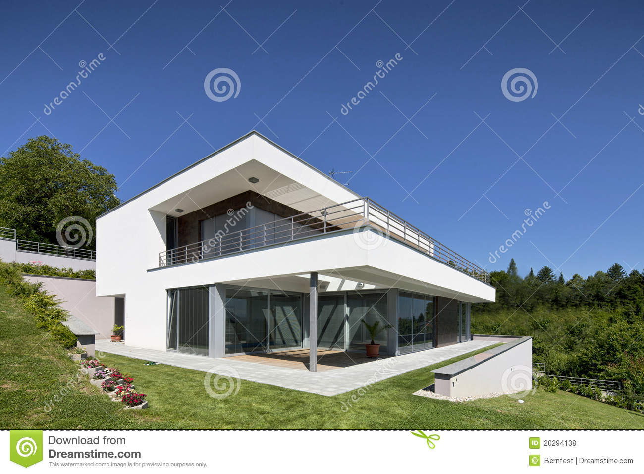 Belle maison moderne photo stock image du wide moderne for Belle maison moderne plan