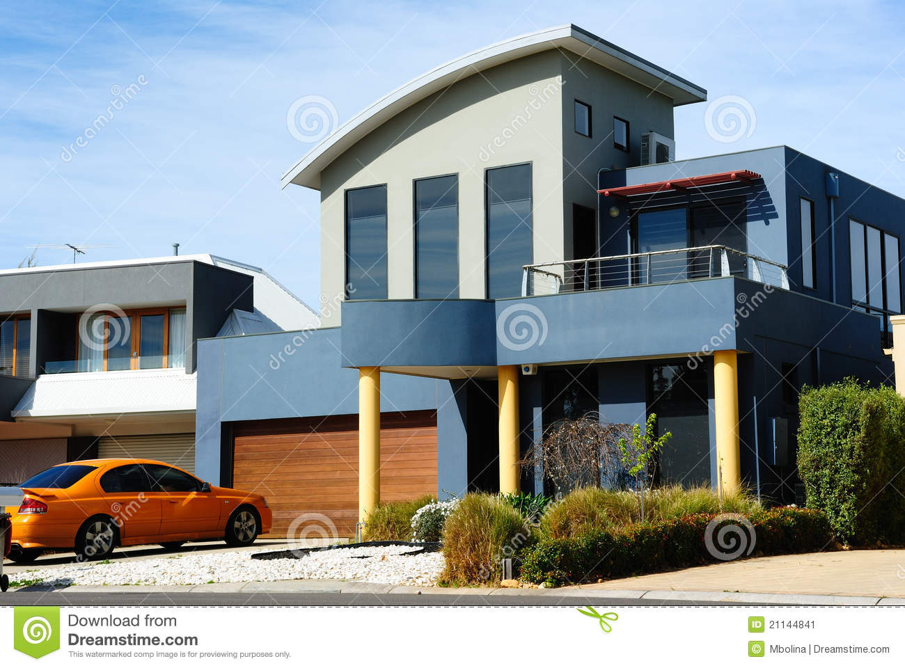 Belle maison moderne architecture neuve image stock for Architecture des maisons modernes