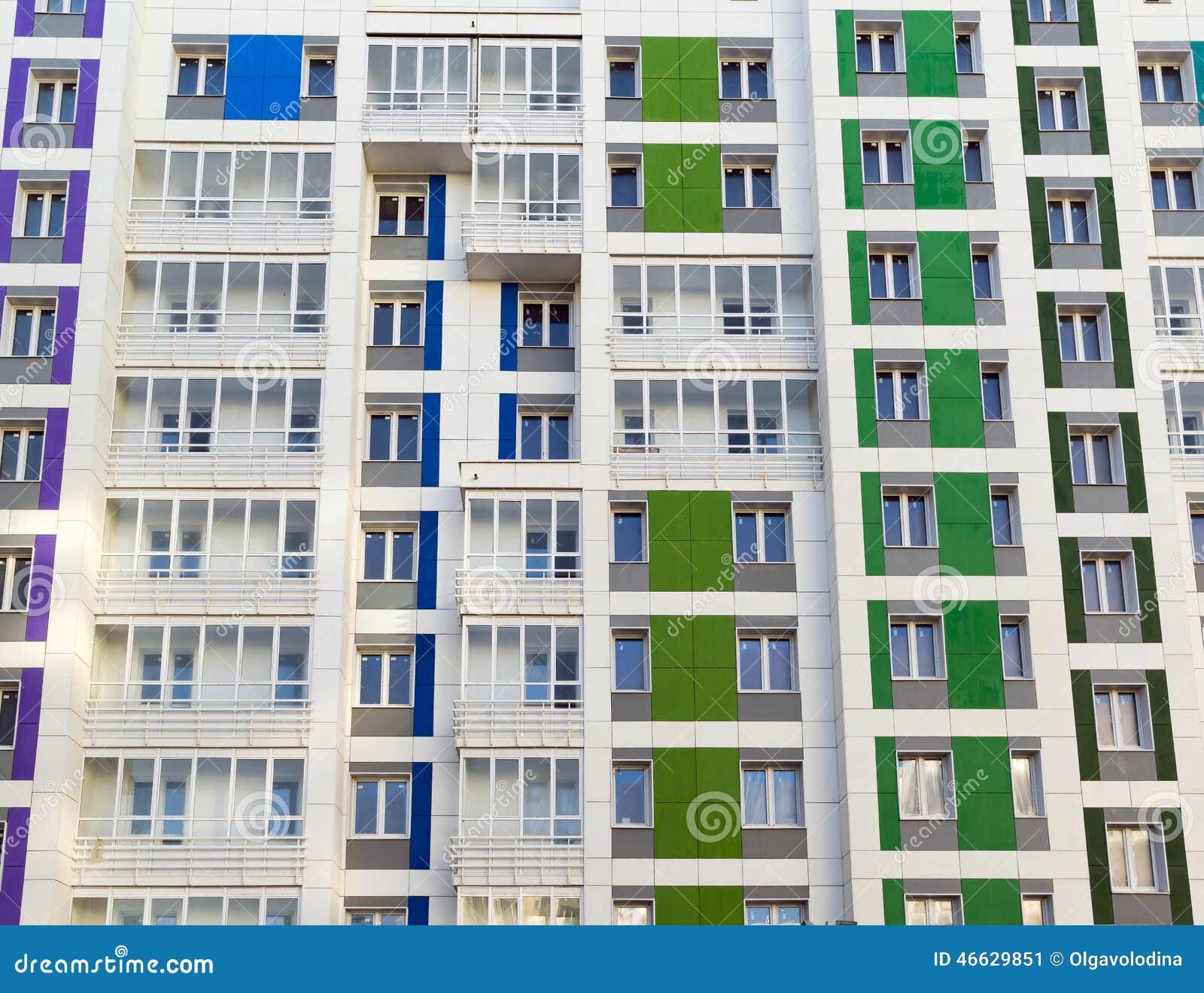 Belle Maison Moderne Avec Les Façades Colorées Image stock - Image ...