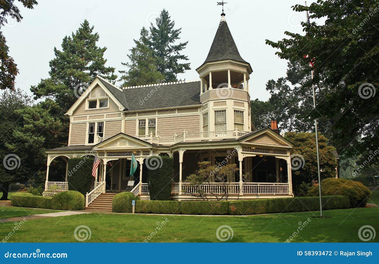 Belle maison victorienne photo stock image du manoir 58393472 - Maison victorienne ...