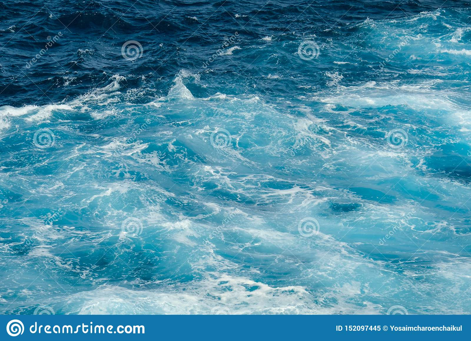 Belle onde nel mare durante l estate