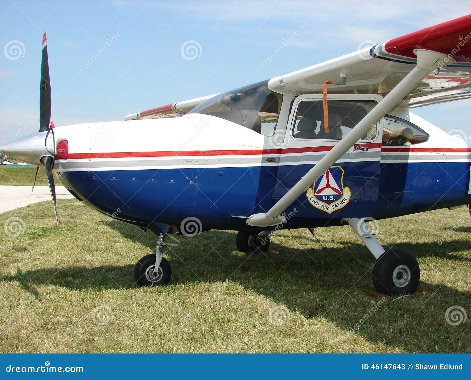 Belle patrouille aérienne civile classique Cessna 182 avions de Skylane