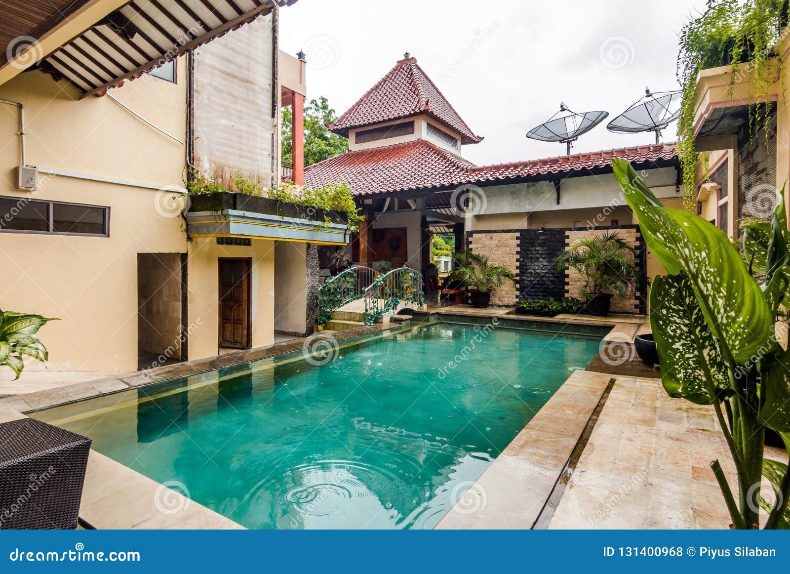 Belle piscine à l hôtel bon marché