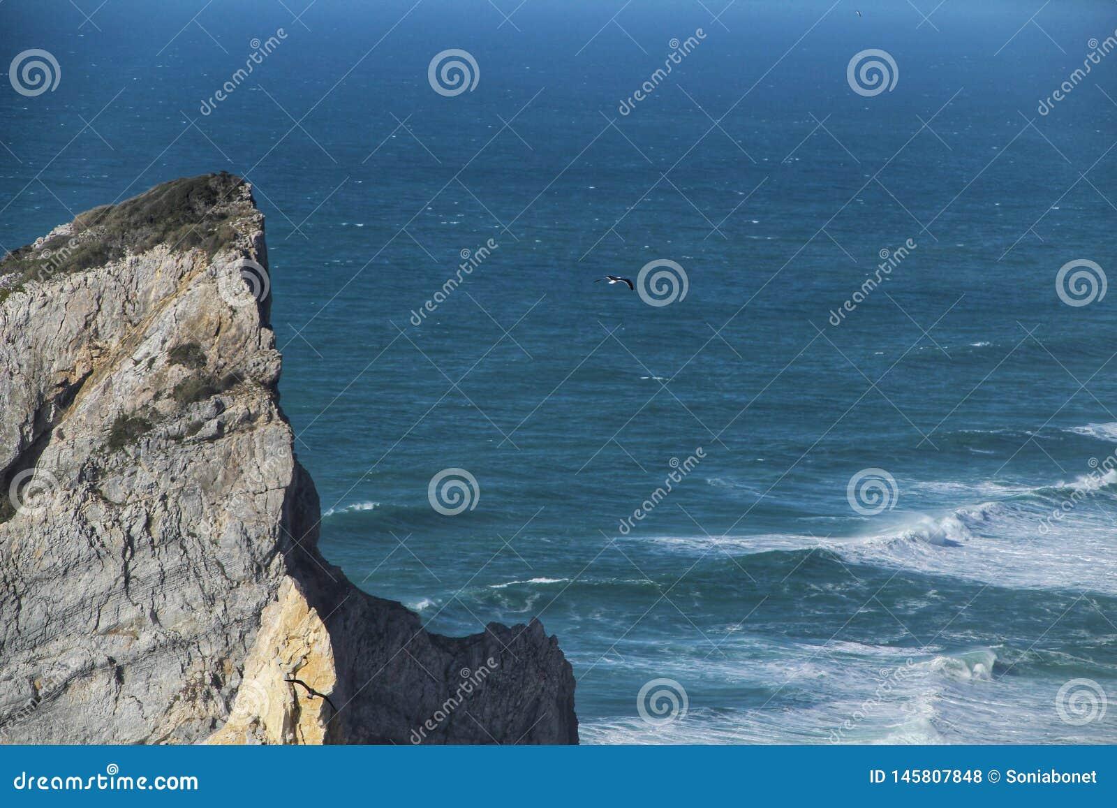 Belle plage d Ursa avec ses formations de roche colossales