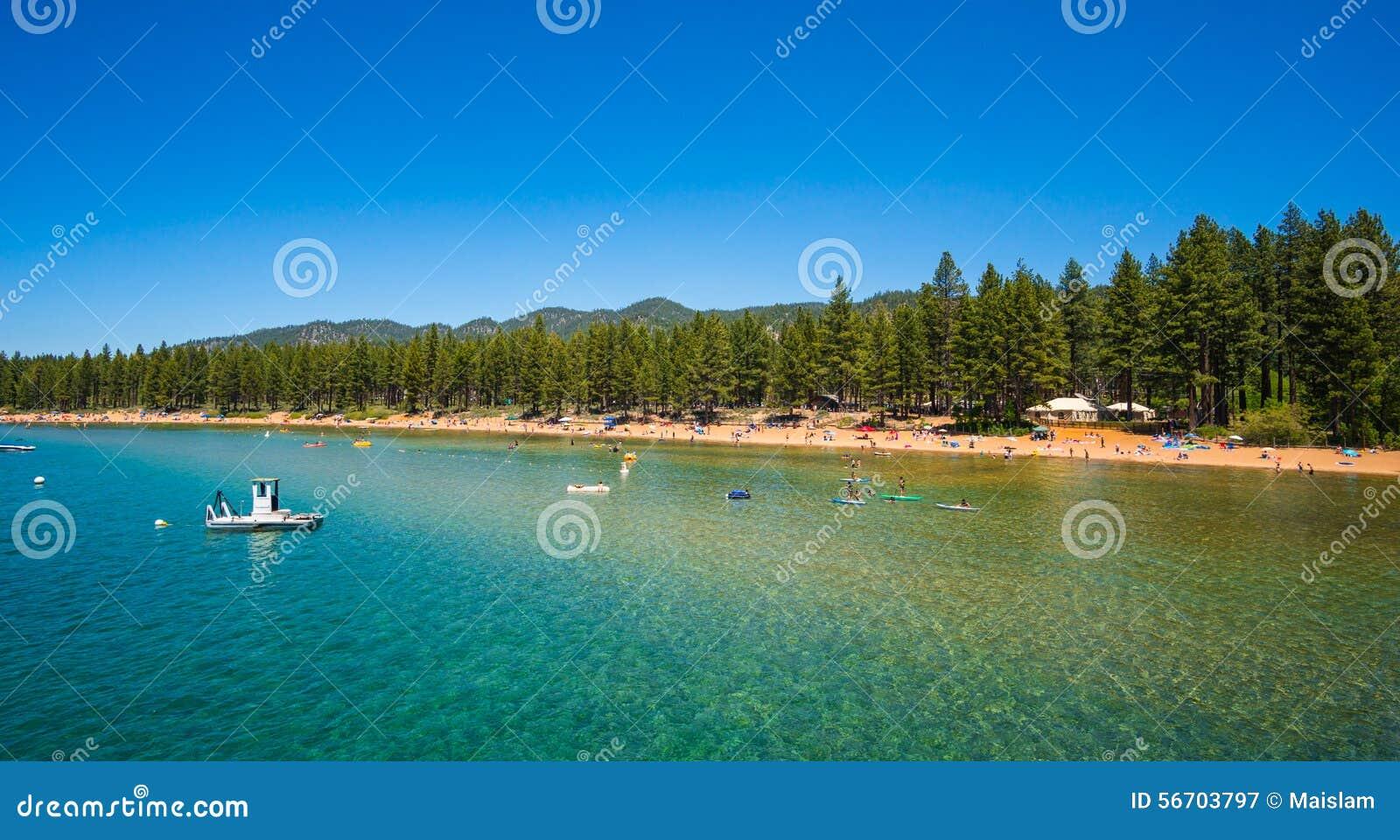 Belle plage dans le lac Tahoe, la Californie