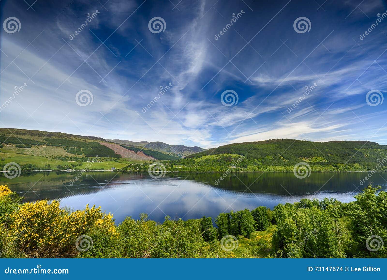 Belle riflessioni sopra il lago Tay, Scozia