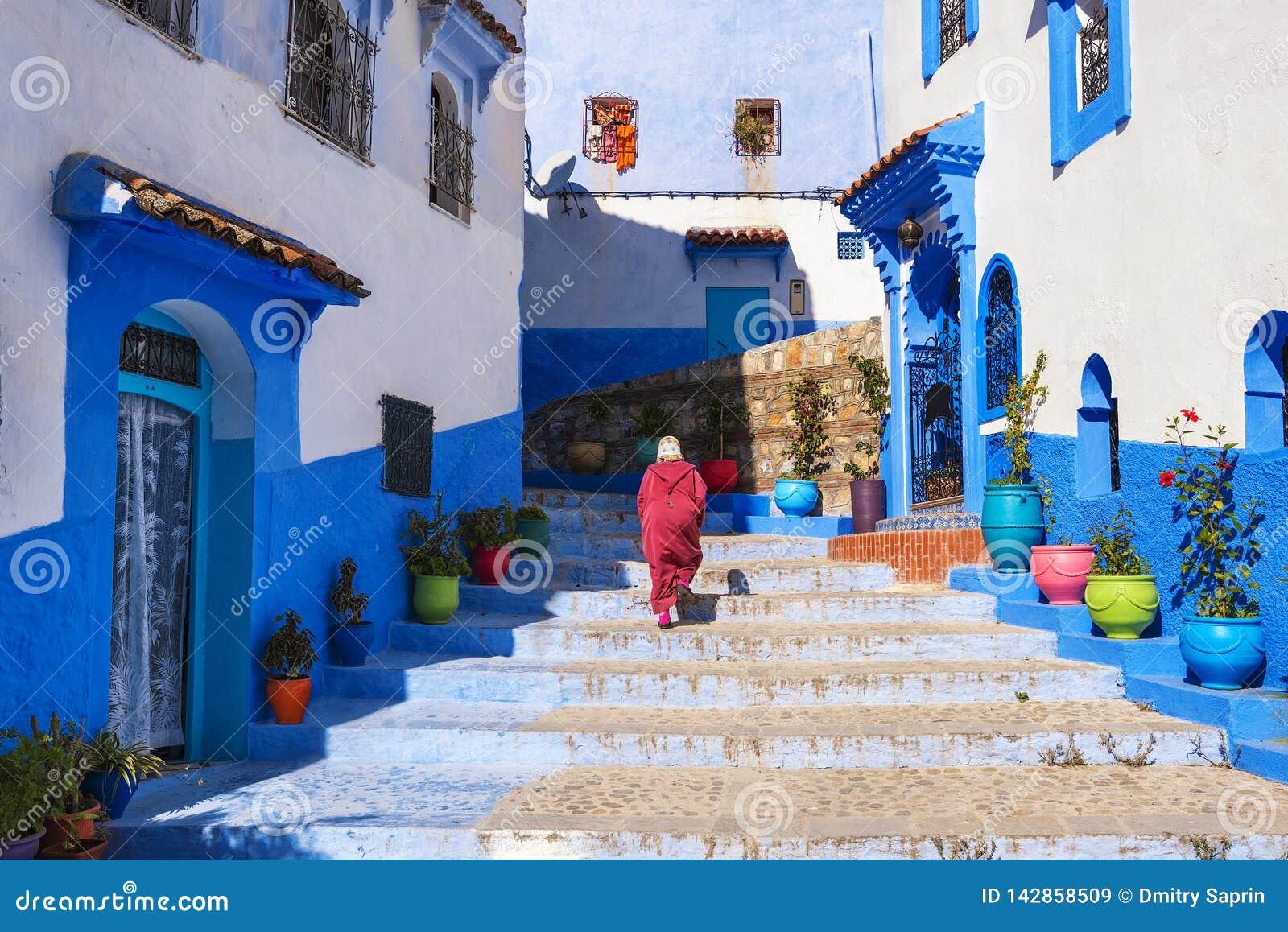 Belle rue de la Médina bleue dans la ville Chefchaouen, Maroc, Afrique