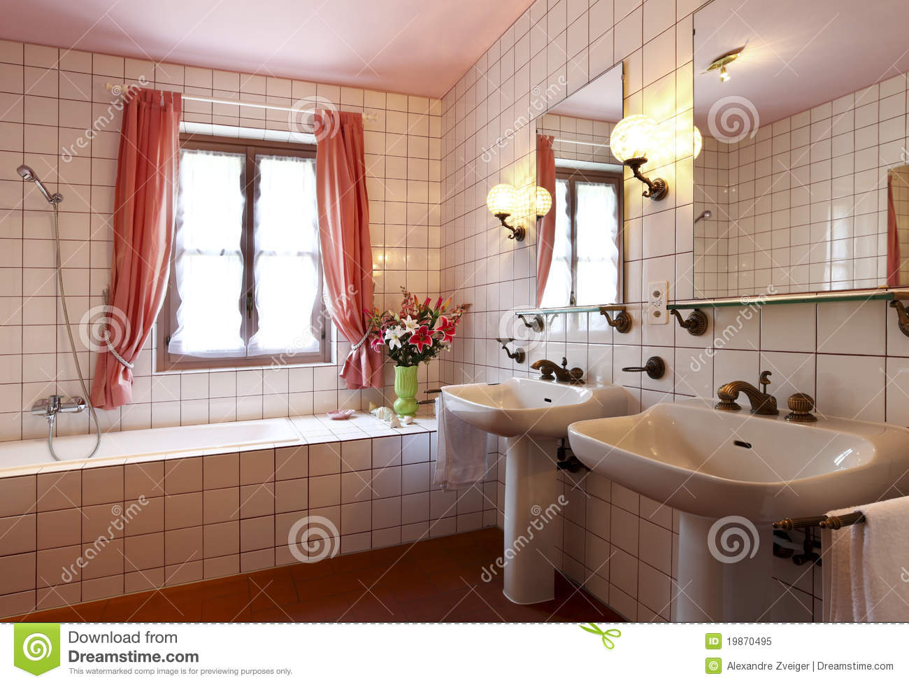 belle salle de bains image stock image du bain classique 19870495. Black Bedroom Furniture Sets. Home Design Ideas